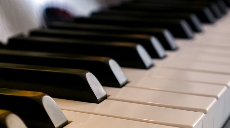 Мошенница обманула тольяттинца, который хотел купить пианино