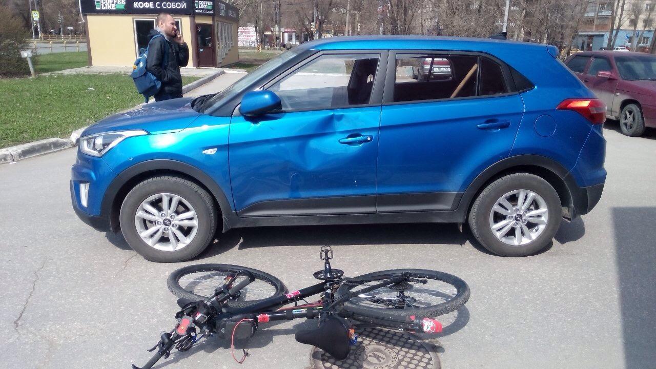 В тольяттинском дворе столкнулись водитель и велосипедист