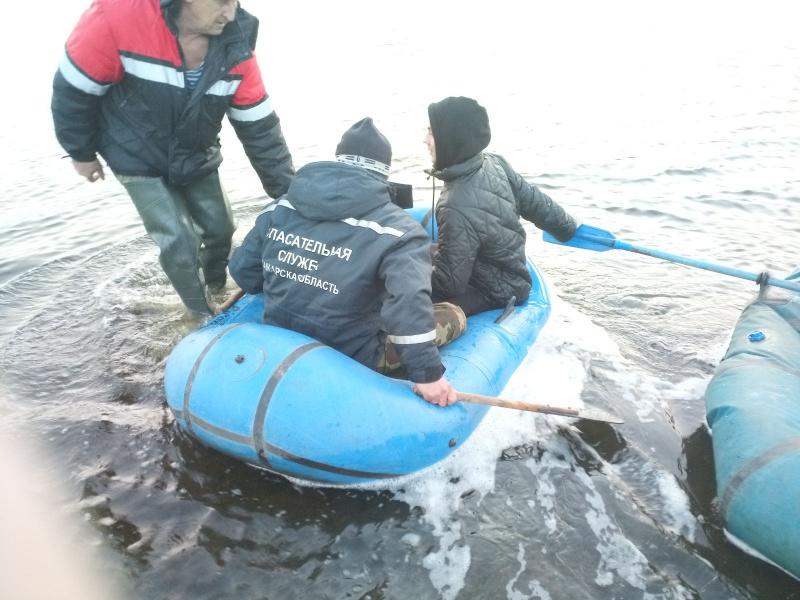 В Самарской области спасали рыбака, у которого порвалась лодка