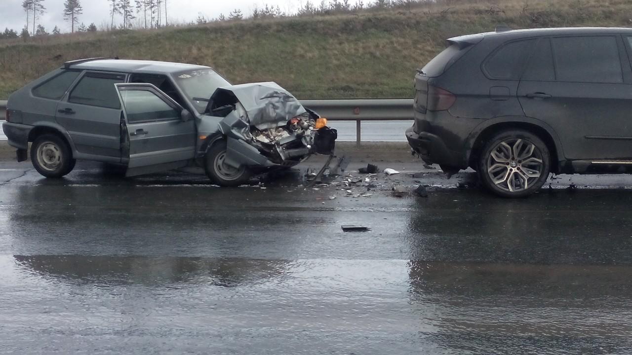 В Тольятти водитель разбил свою «Ладу» об иномарку