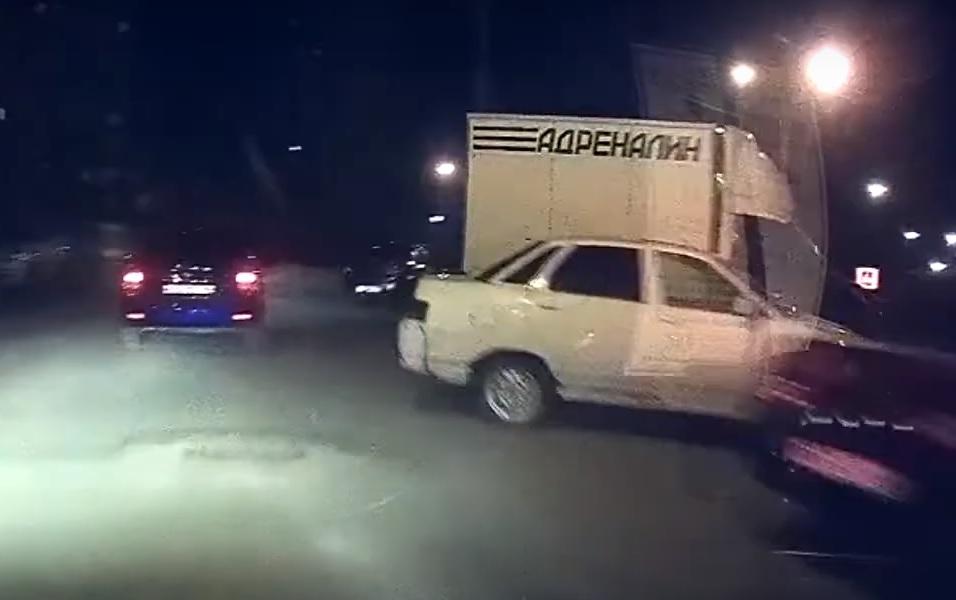 «Стрелять буду»: В Тольятти ночная погоня за «Ладой» попала на видео