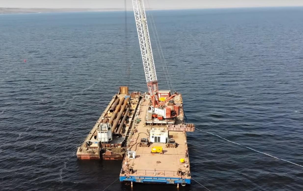 В Самарской области засняли этап установки свай для моста через Волгу