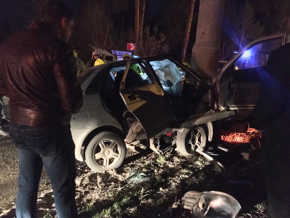 В Тольятти водитель «Лады» врезался в столб и погиб в машине