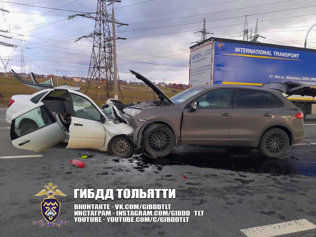 В Тольятти в лобовом столкновении Porsche и Lada погиб человек