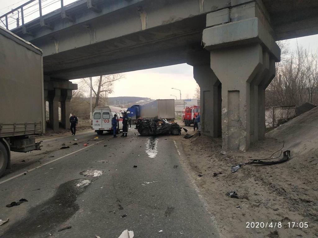 Под Тольятти две женщины погибли в аварии с грузовиками