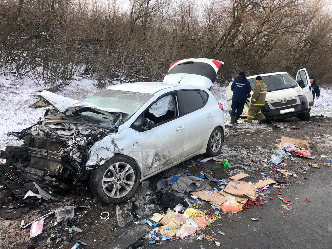 Под Тольятти на трассе М-5 в аварии с фургоном погибла женщина