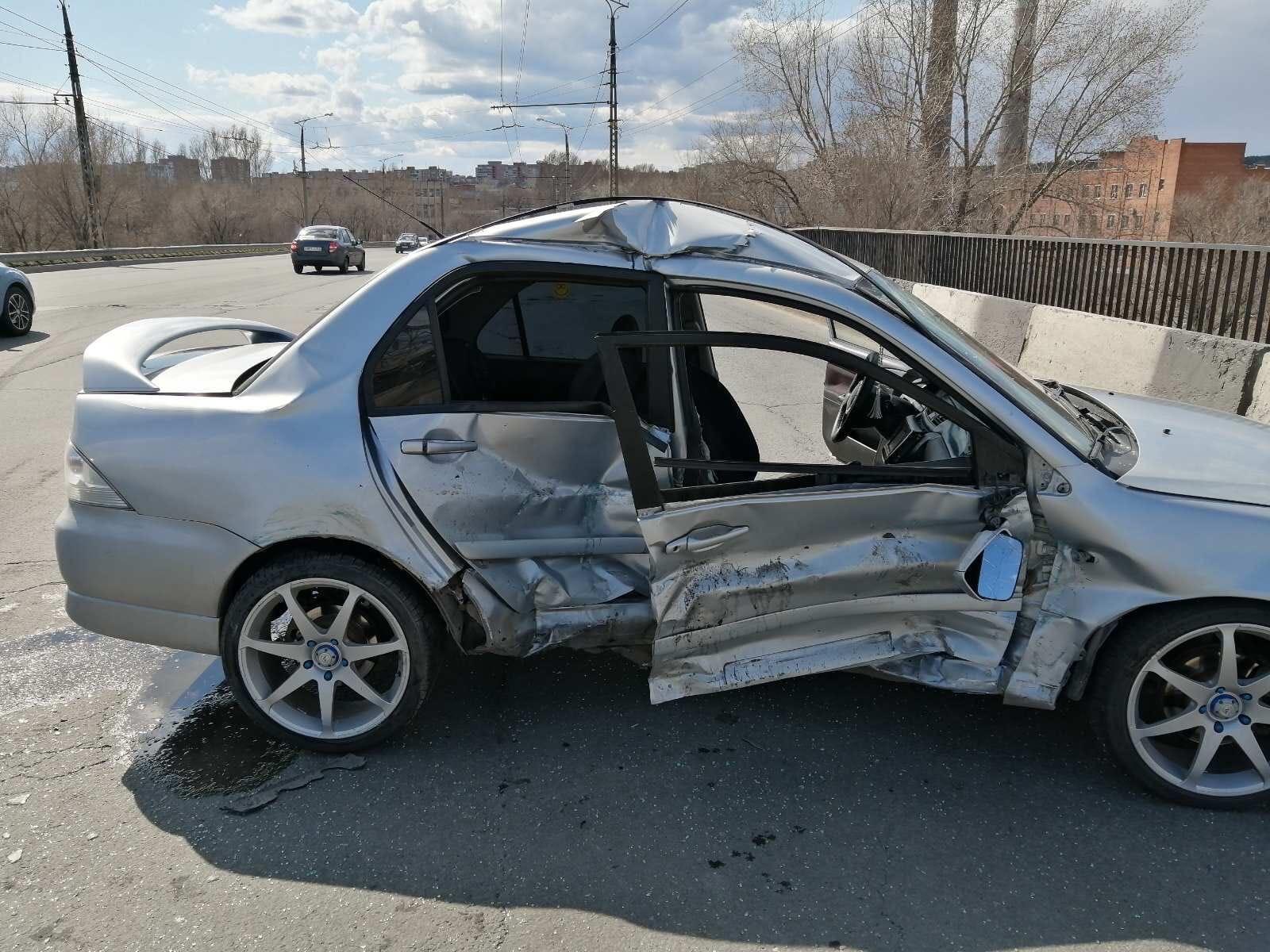 В Тольятти три человека пострадали в жесткой аварии