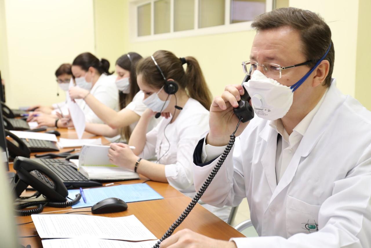 Дмитрий Азаров проверил работу «горячей линии» по борьбе с коронавирусом