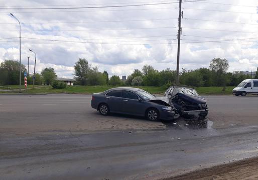 Три человека пострадали в столкновении машин в Тольятти