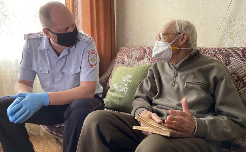 В Тольятти наградили водителя, который за 60 лет не допустил нарушений ПДД