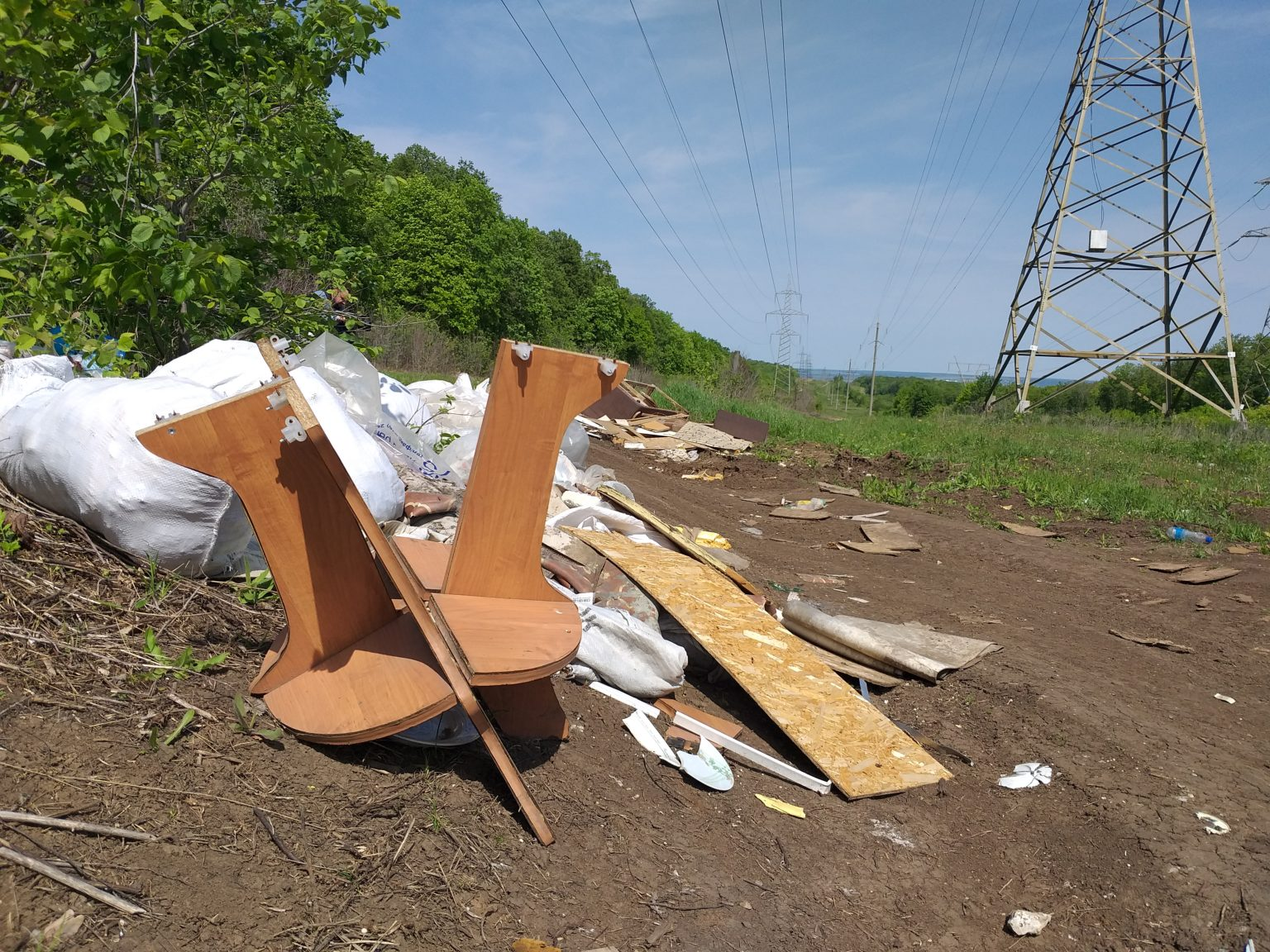 В «ЭкоСтройРесурс» объяснили, почему вблизи дач растут свалки мусора