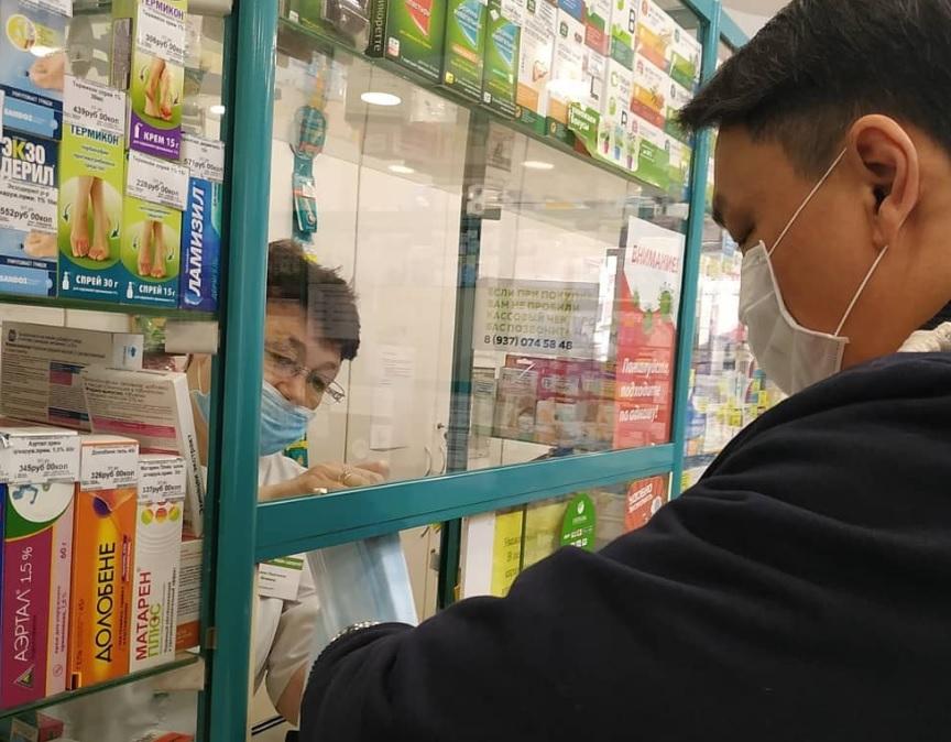 Власти проверяют наличие масок в аптеках Самарской области