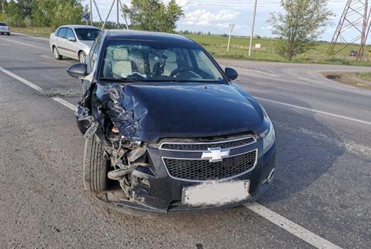 На трассе Тольятти-Ташелка водитель иномарки столкнул в кювет машину пенсионера