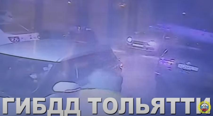 В Тольятти пьяная женщина на джипе чуть не задавила сотрудника ГИБДД