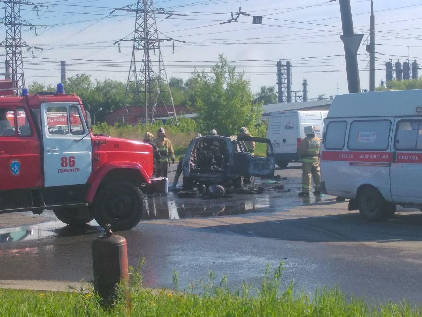 В Тольятти возле заправки сгорела иномарка
