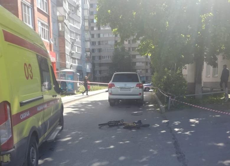 В Тольятти под колесами джипа погибла велосипедистка