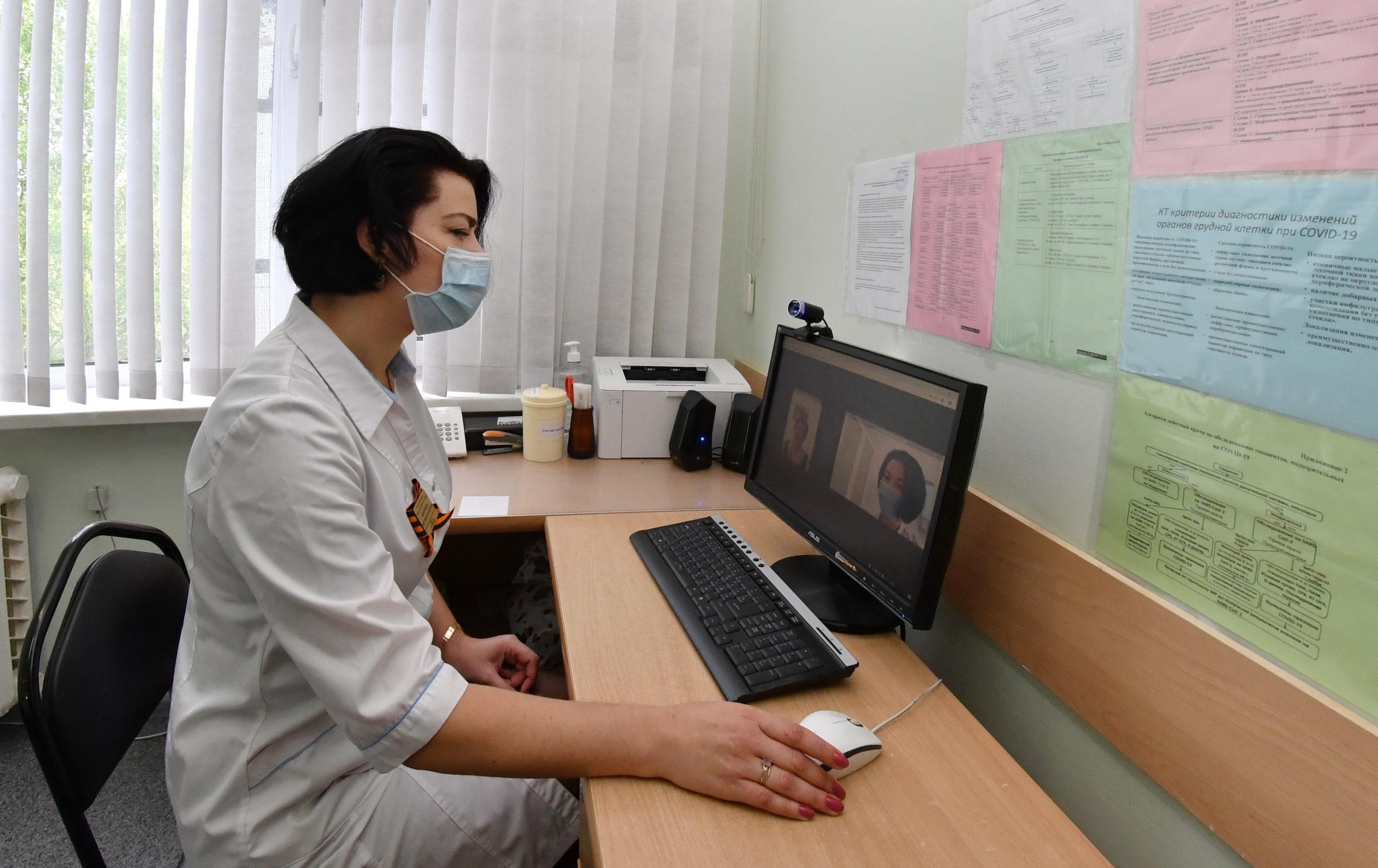 В Самарской области врачи начали давать телемедицинские консультации на дому
