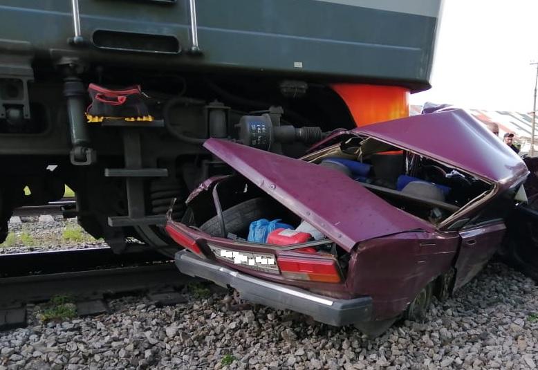 В Самарской области водитель погиб в столкновении машины и поезда
