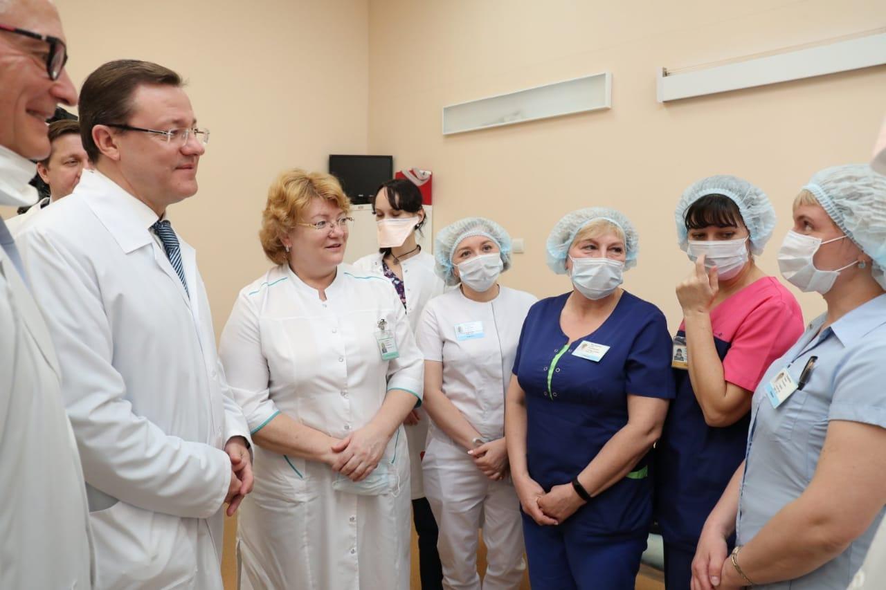 Почти 8000 сотрудников медучреждений Самарской области получили региональные выплаты