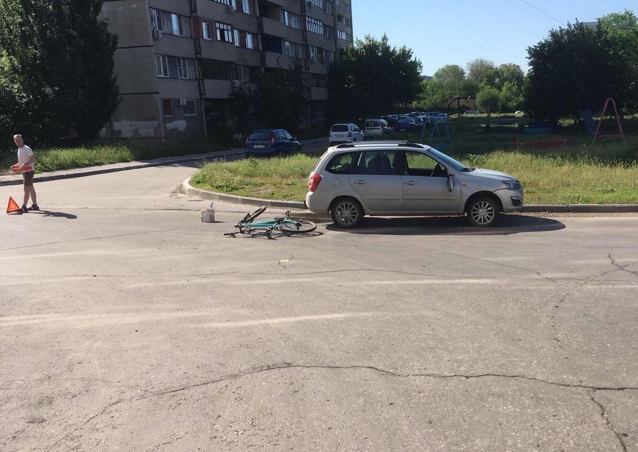 В Тольятти под машины попали двое велосипедистов