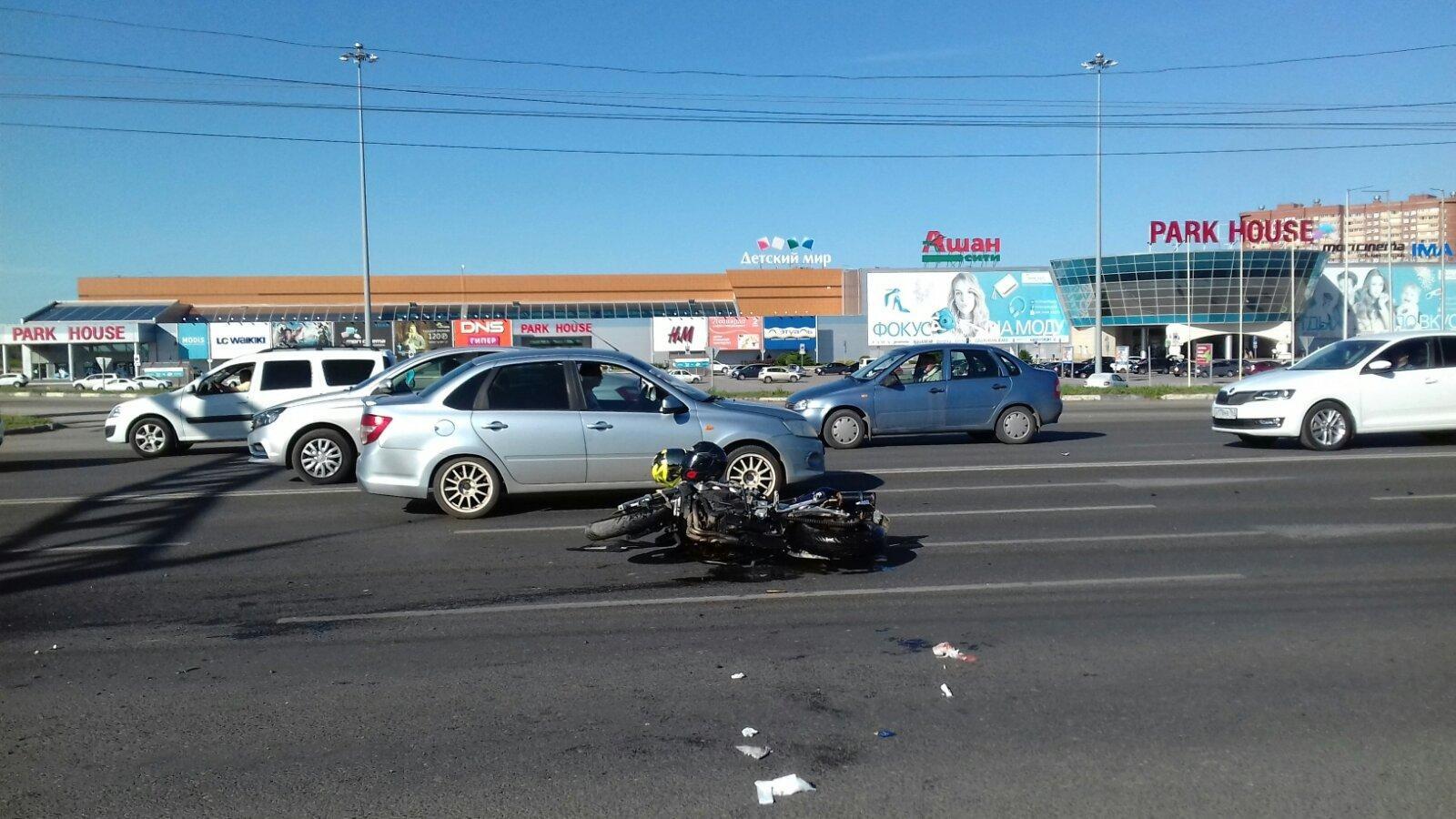 В Тольятти иномарка опрокинула мотоцикл с двумя людьми