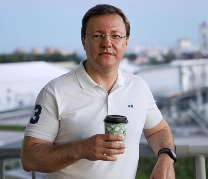 Дмитрий Азаров обсудит с бизнесом открытие ресторанов и кафе