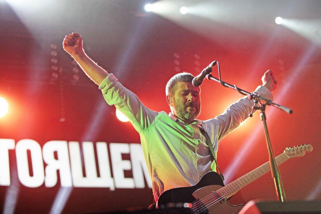 Организаторы «Рок над Волгой» устроят онлайн-концерт с «Би-2» и «Сплин»