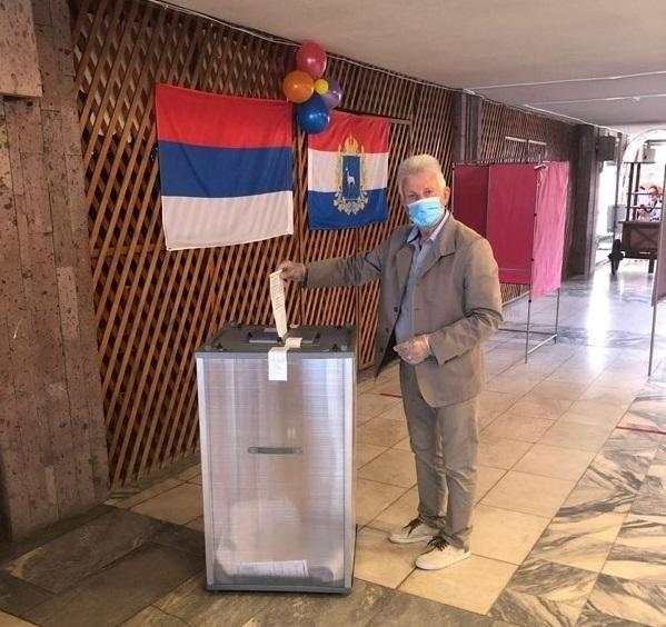 В Тольятти на избирательном участке появился флаг Сербии