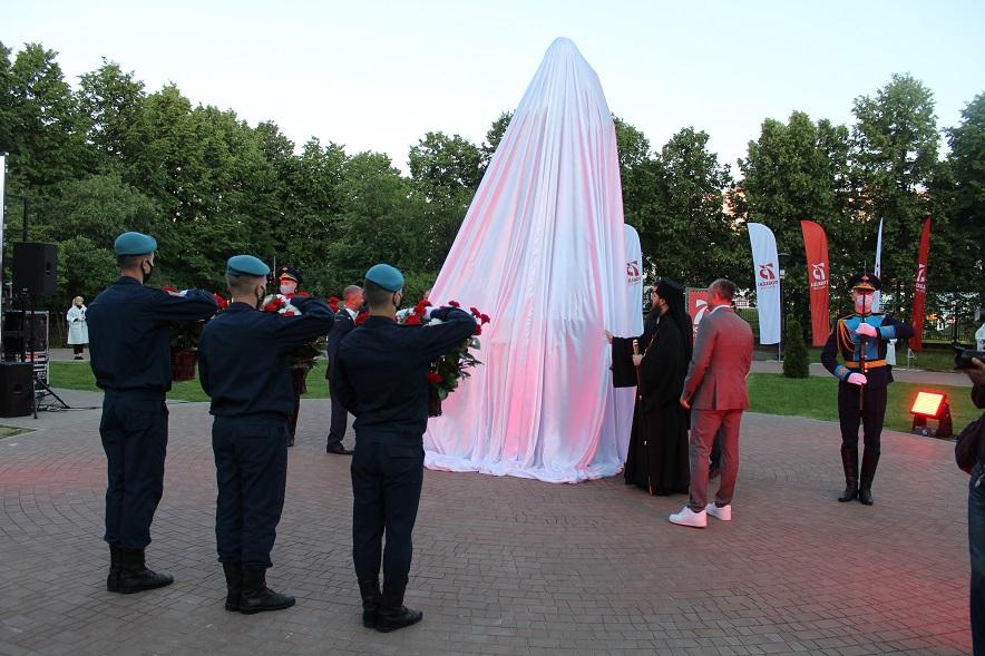 В Тольятти в 4 часа утра открыли новый памятник