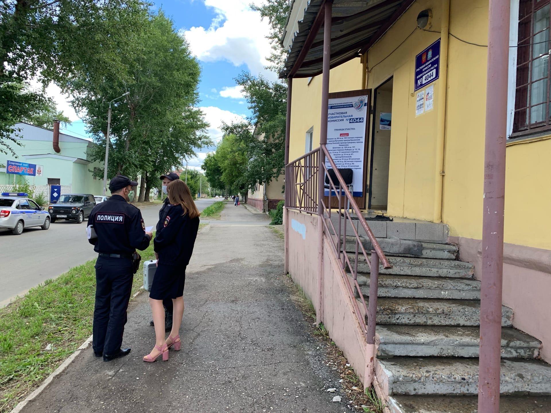 Трое неизвестных пытались помешать голосованию по поправкам в Тольятти