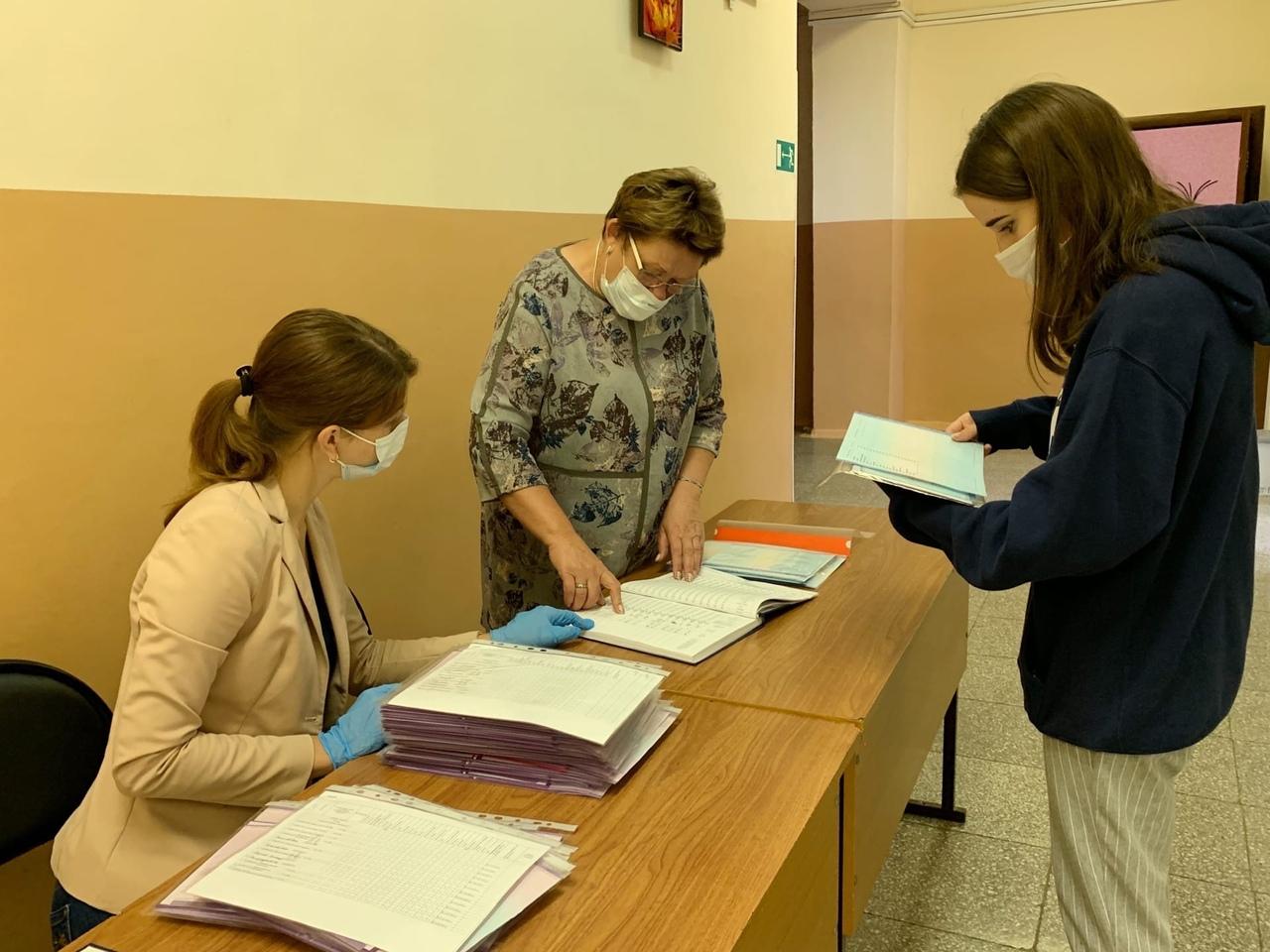 Тольяттинским школьникам заменили аттестаты с ошибками
