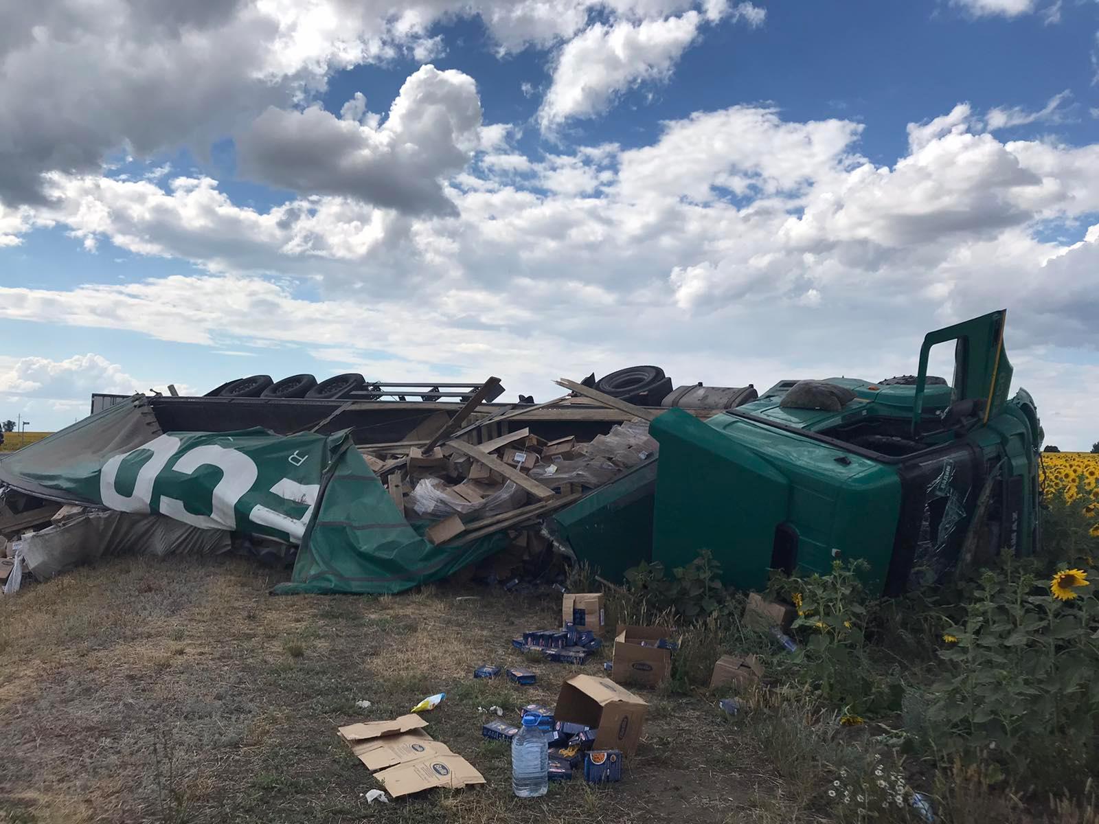 На М-5 в Самарской области перевернулся тягач с грузом