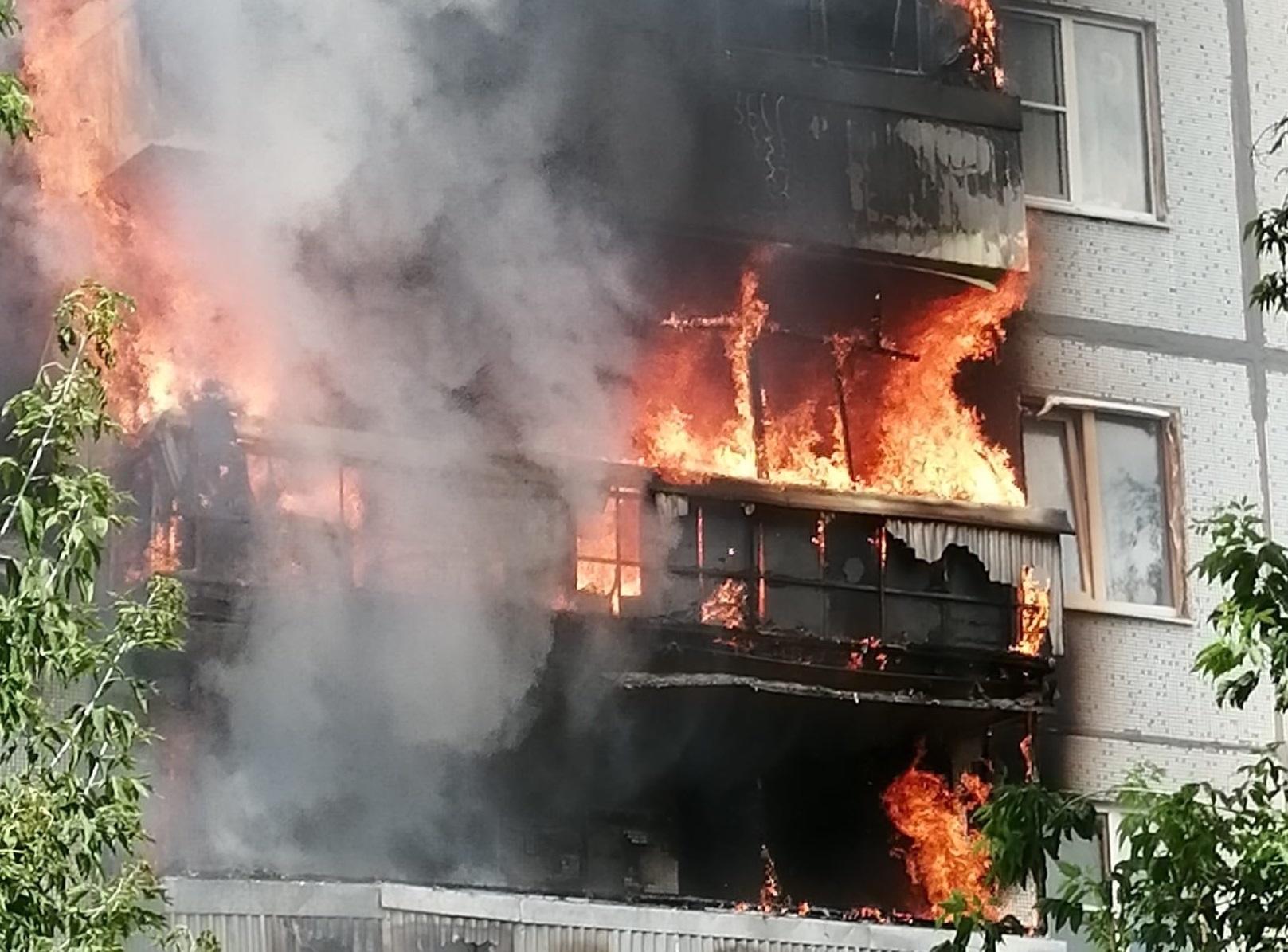 В Тольятти в жилом доме горели три квартиры