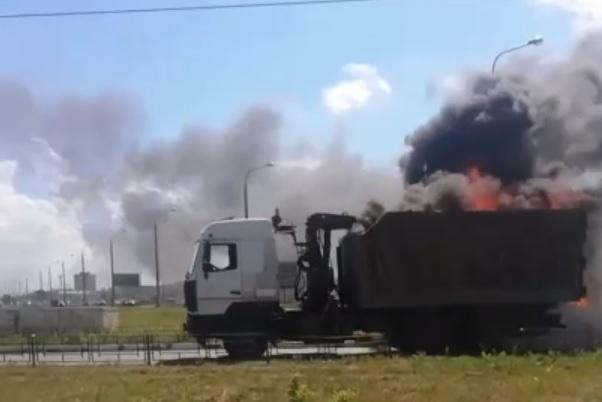 «Дорога ярости»: В Тольятти во время движения загорелся ломовоз
