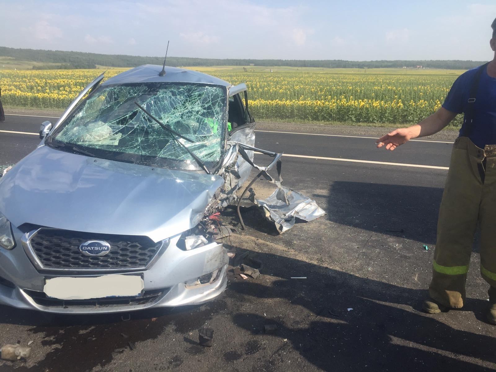 На М-5 в Самарской области машина перевернулась и врезалась в грузовик