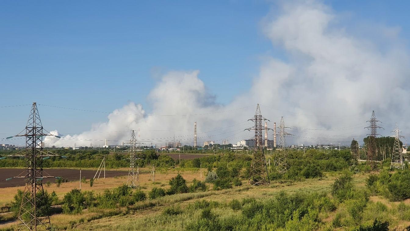 В Тольятти на территории бывшего «Фосфора» загорелся опасный мусор