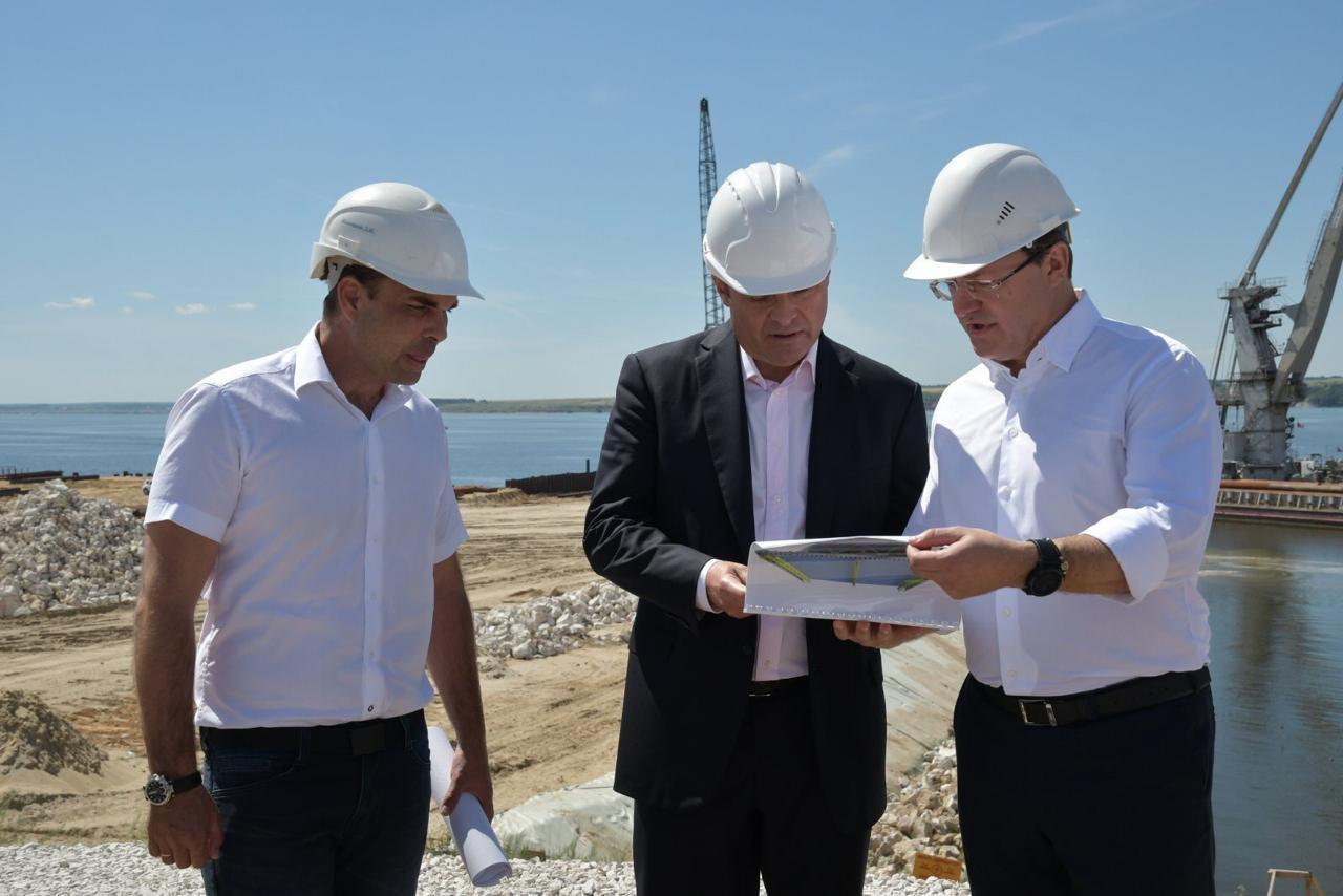 Дмитрий Азаров и Игорь Комаров проверили строительство Волжского моста и дороги до Ягодного