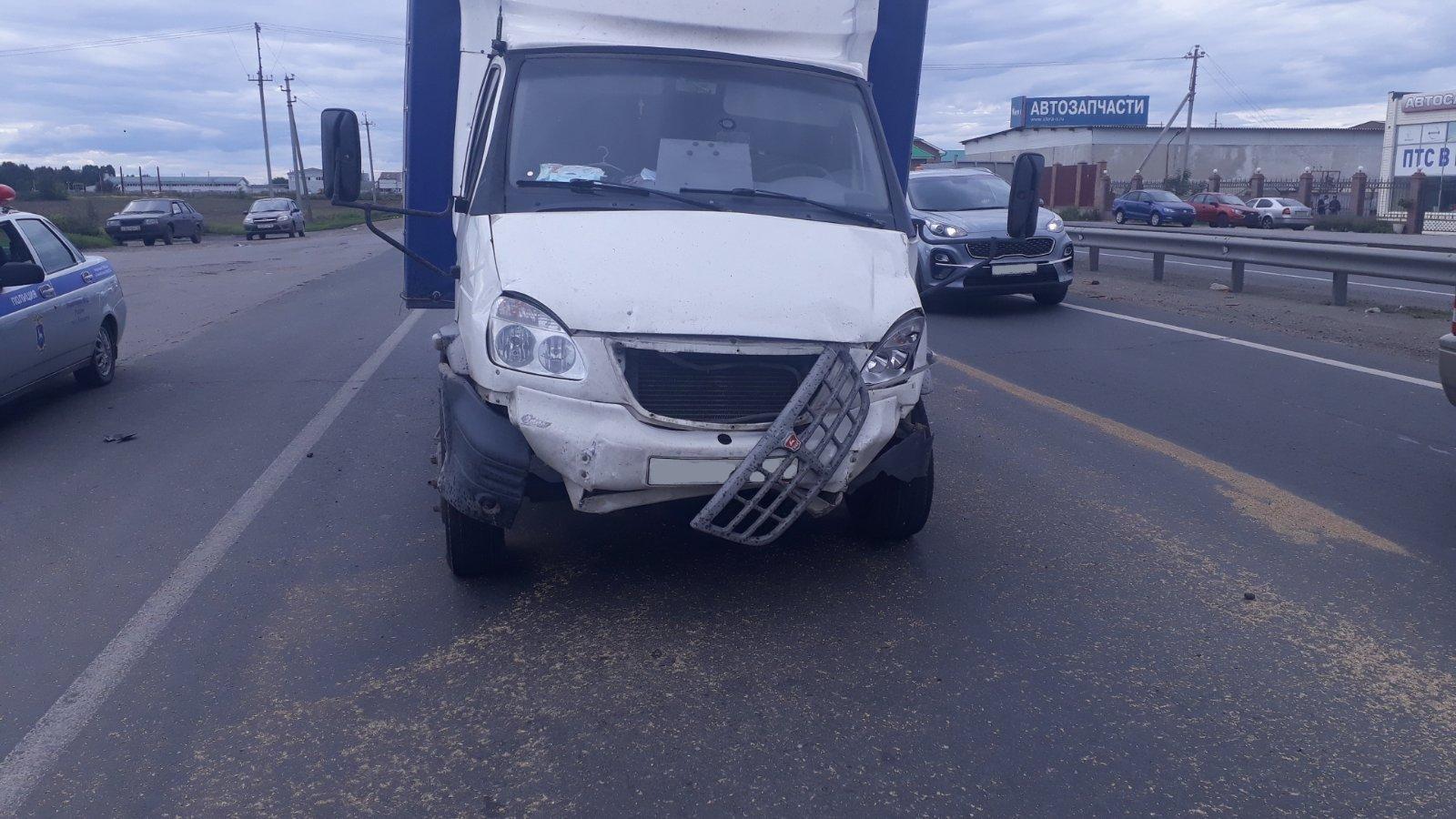 В Тольятти на Обводном шоссе столкнулись «четырнадцатая» и «ГАЗель»