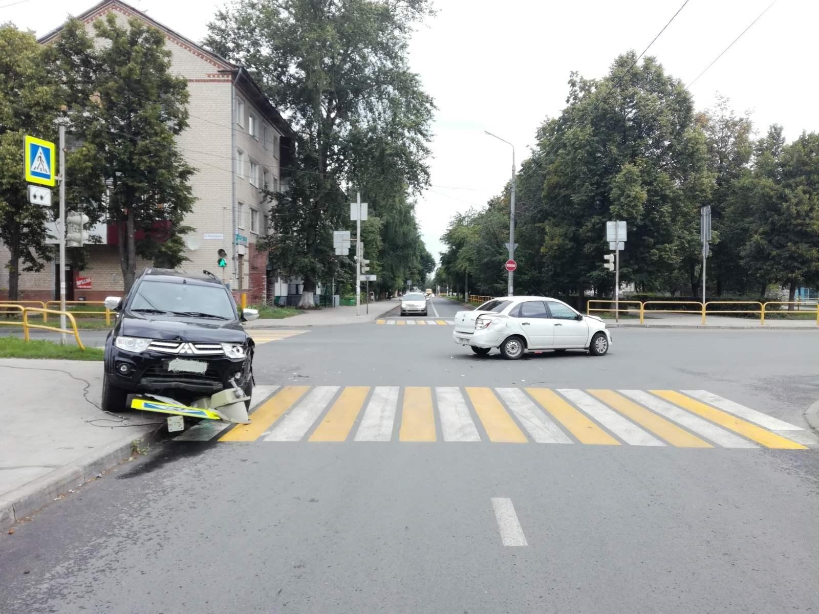 В Тольятти пенсионерка пострадала в аварии машин на перекрестке