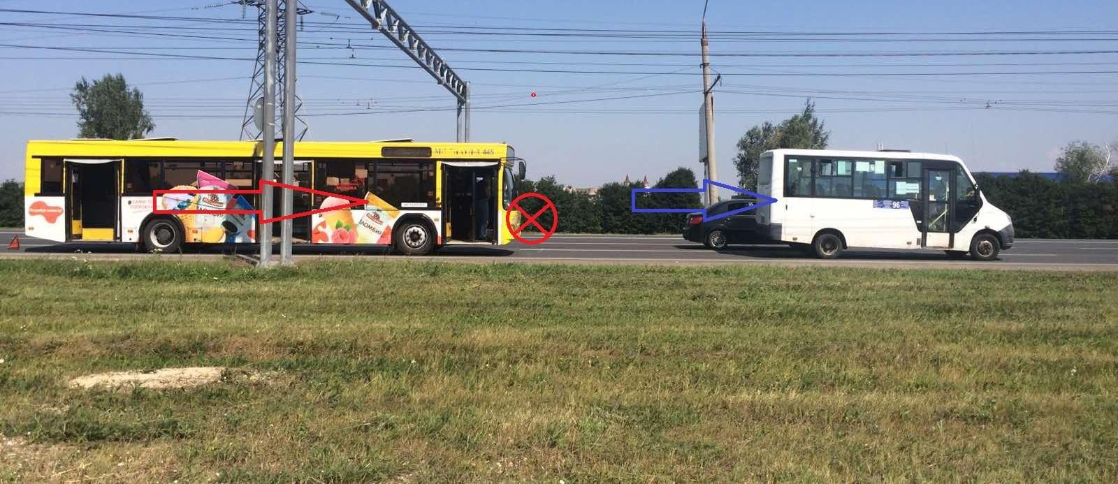В Тольятти автобус врезался в маршрутку. Пострадала женщина