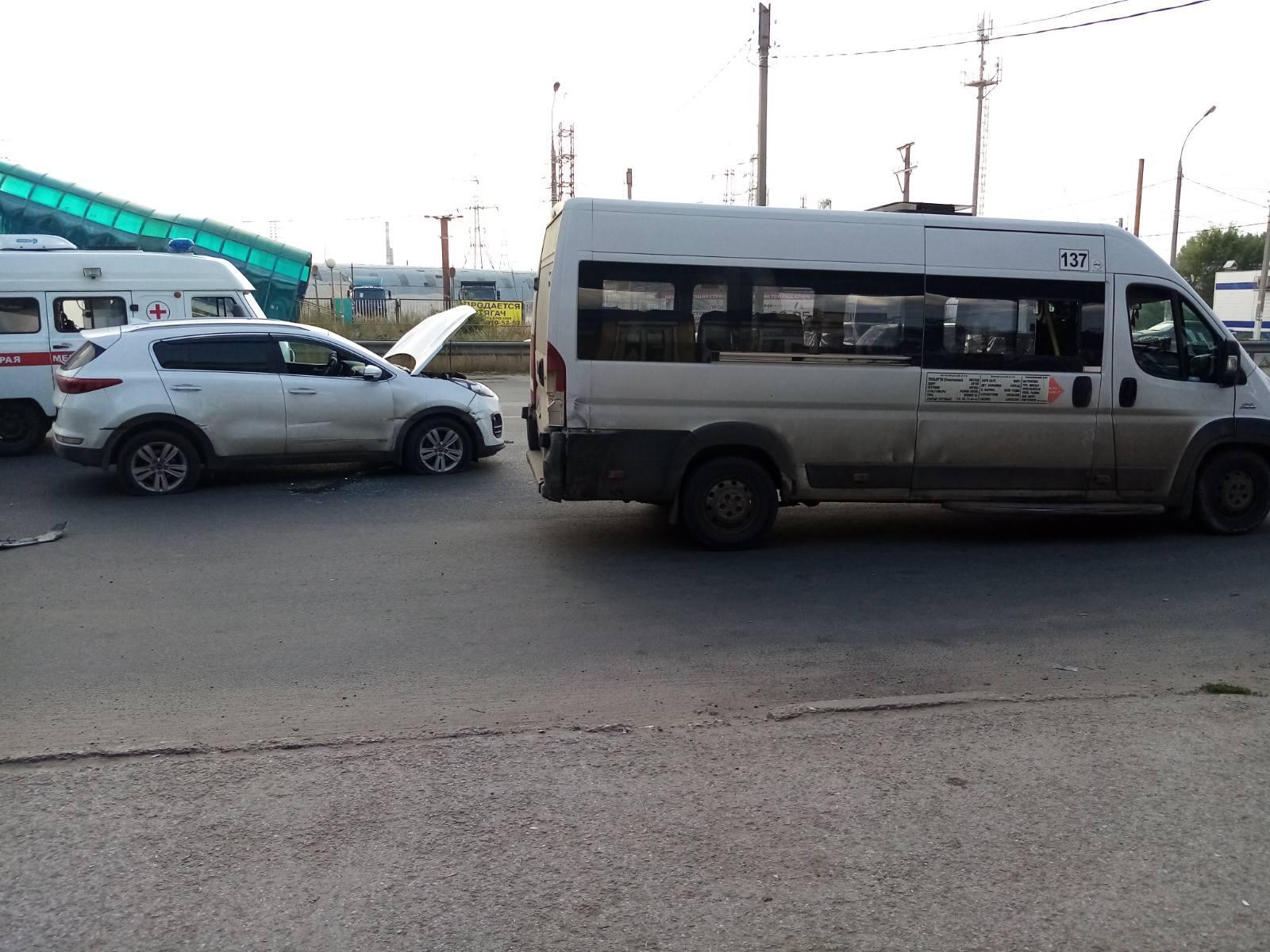 В Тольятти погиб водитель, который врезался в ограждение и маршрутку