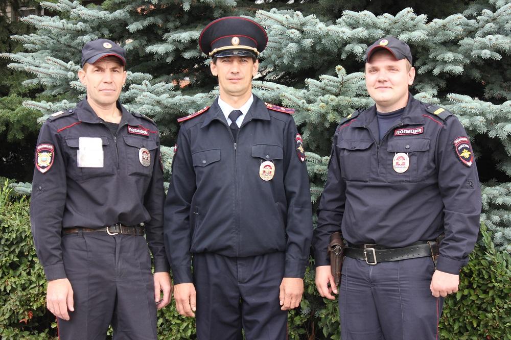 «Нас могло бы уже не быть»: В Самарской области полицейские спасли семью во время пожара