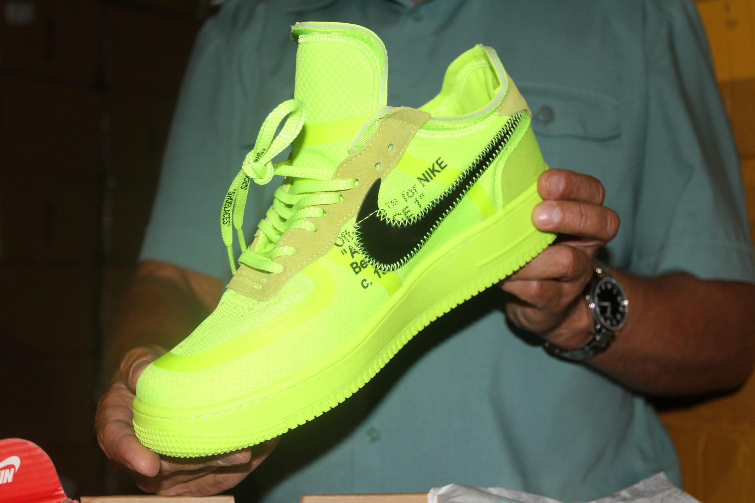 В Самарской области задержана фура с поддельной обувью «Adidas» и «Nike»