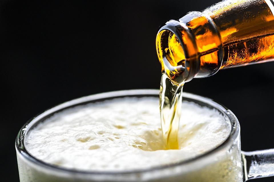 Врач рассказала о вреде безалкогольного пива