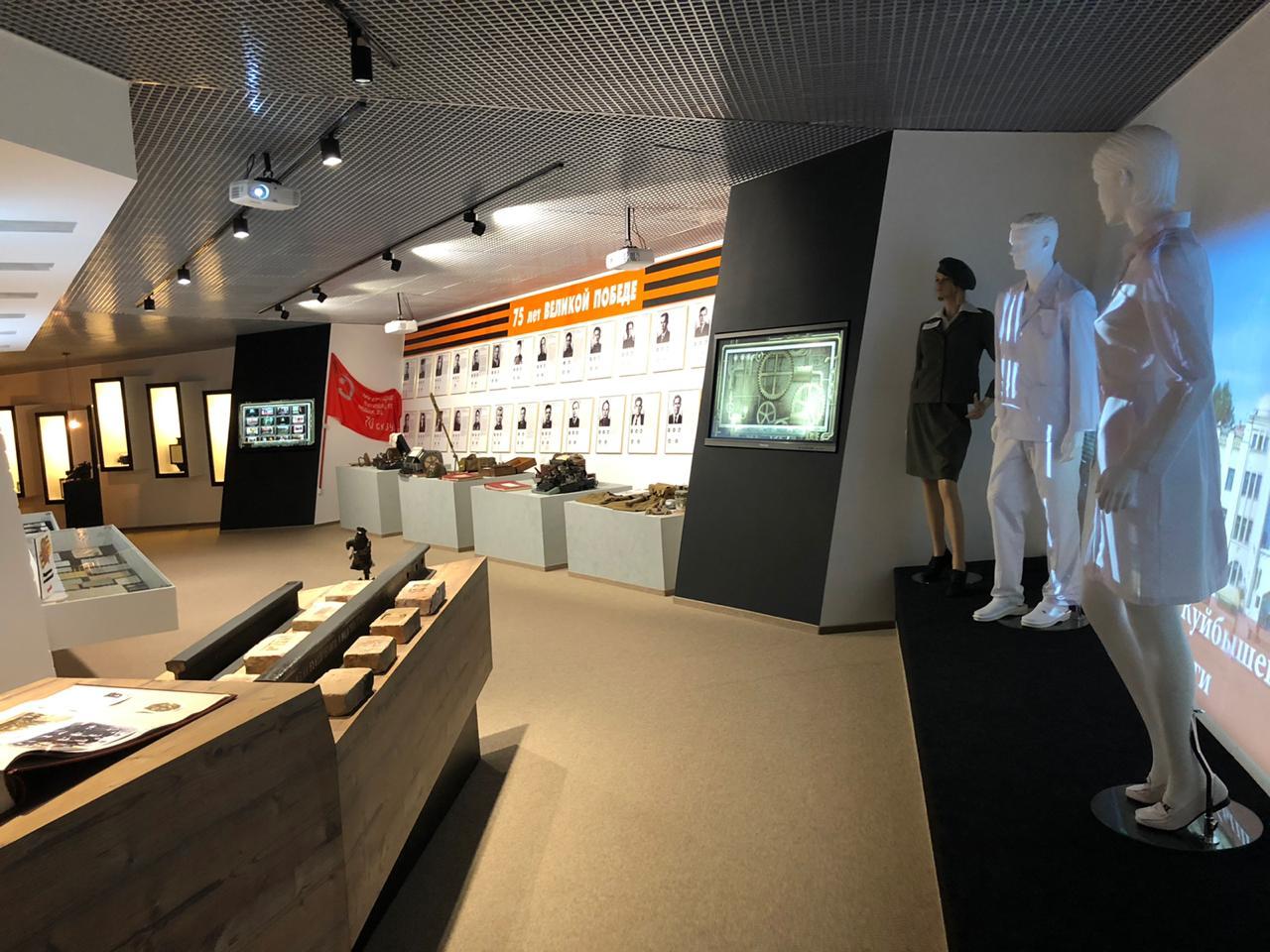 Азаров оценил центр инноваций и реконструированный музей Куйбышевской железной дороги
