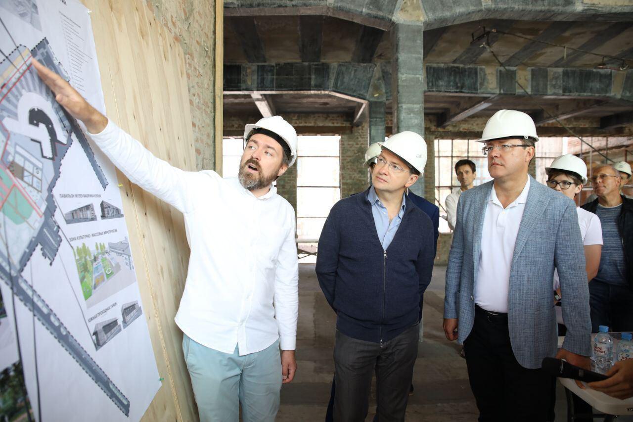 Дмитрий Азаров и Владимир Мединский оценили ход реставрации Фабрики-кухни