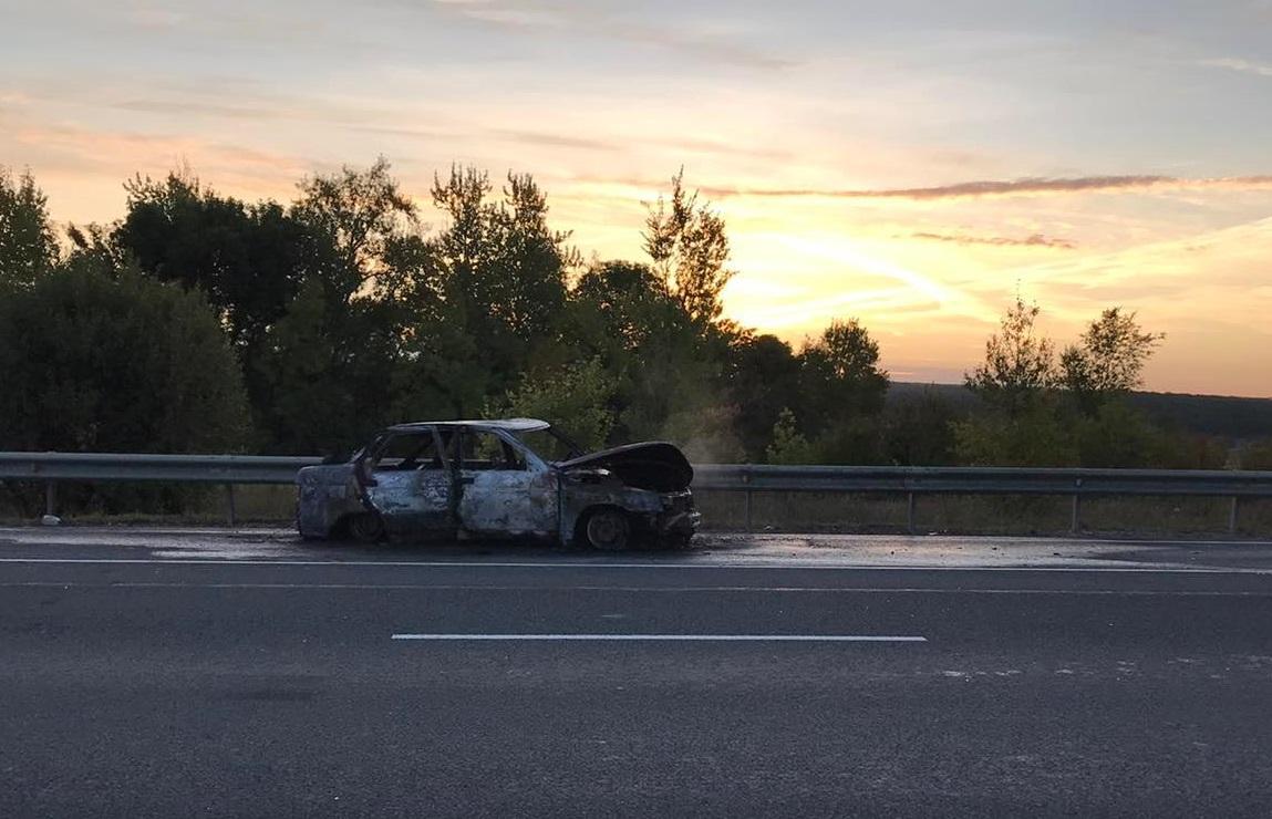 В Самарской области «Лада» врезалась в грузовик и сгорела