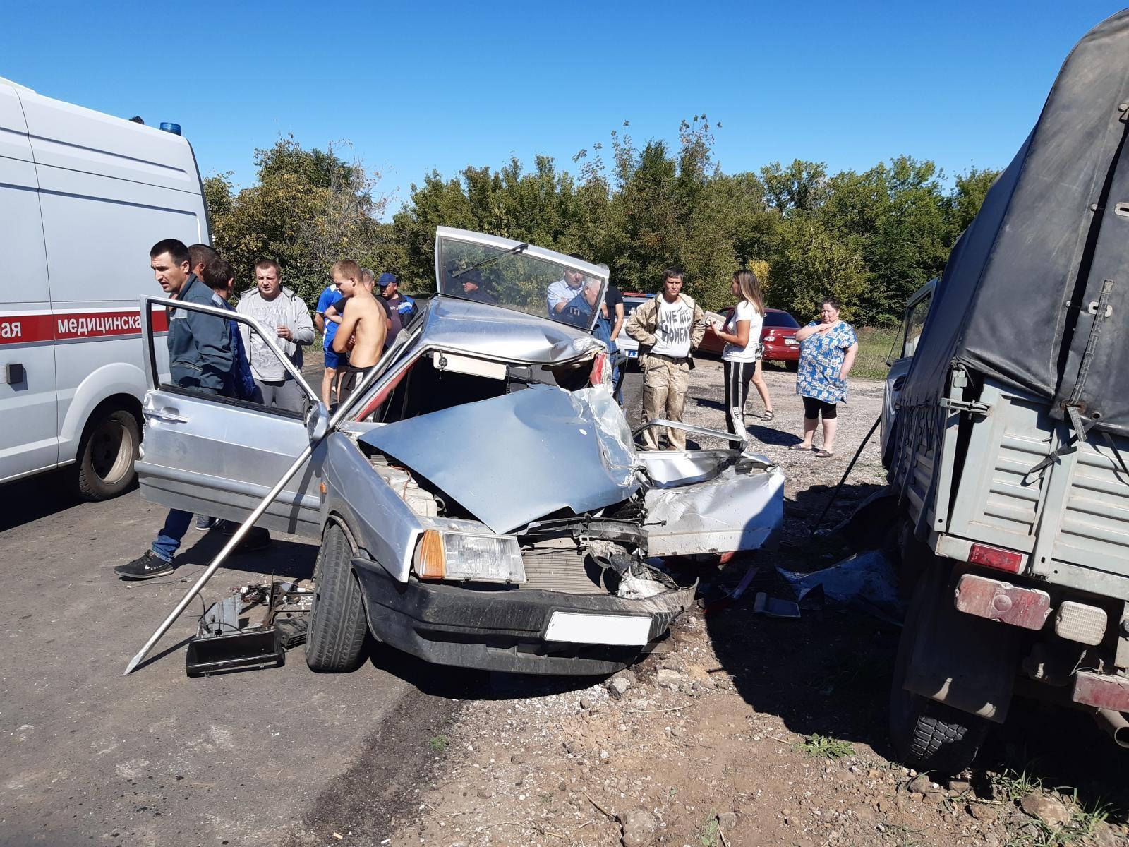 В самарском селе водитель угробил «Ладу», но выжил в жестком ДТП