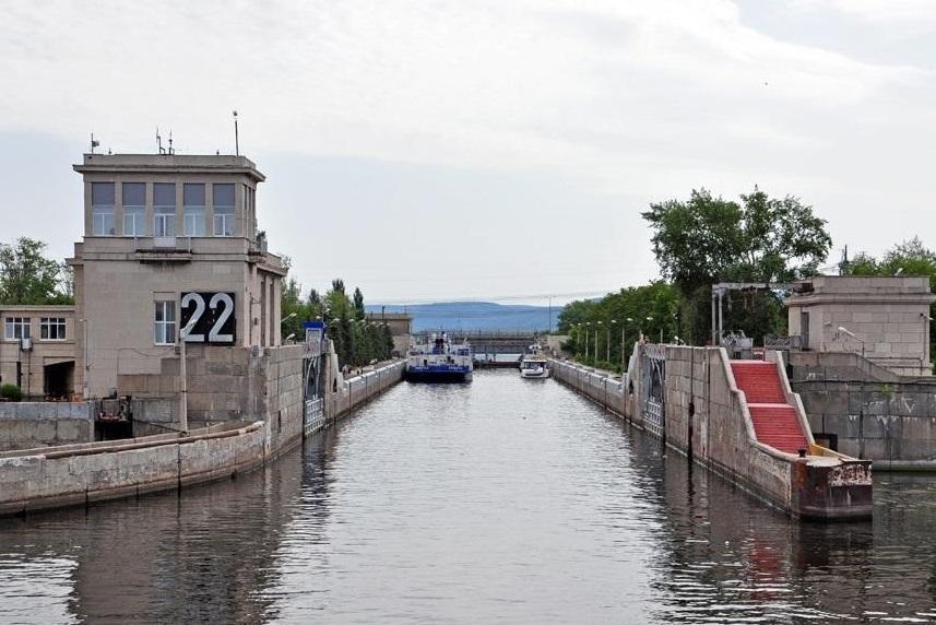 В Тольятти баржа врезалась в створку шлюза Жигулевского гидроузла
