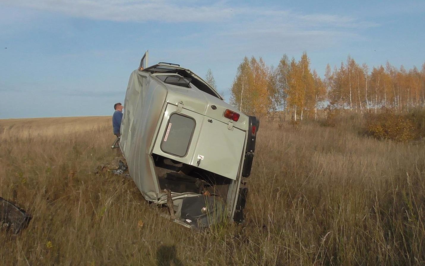 На трассе в Самарской области перевернулся УАЗ. Водитель погиб